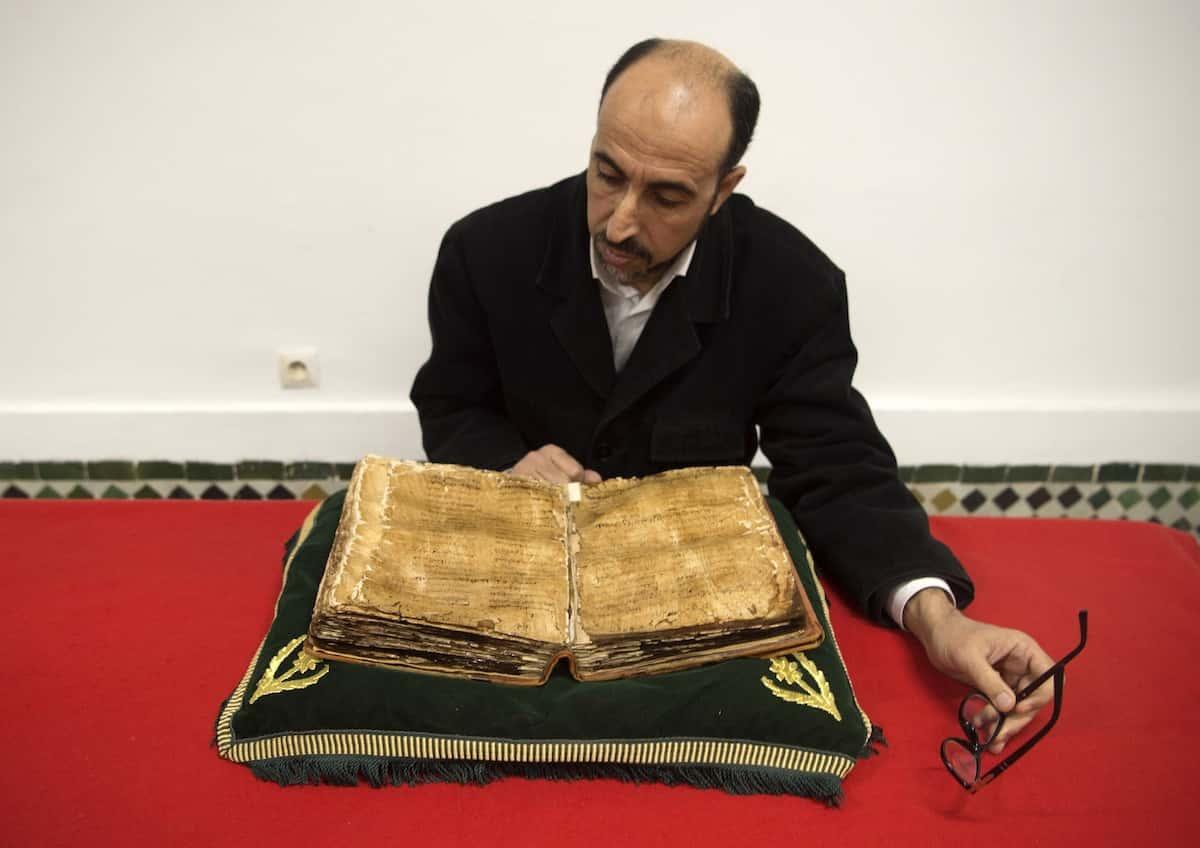 Un vieux manuscrit de l'imam Malik Crédit : Fadel Senna/ AFP